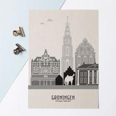 Karton A4 Poster skyline Groningen: dan denkt Mevrouw Emmer aan de Martinitoren, de Korenbeurs, het Goudkantoor en natuurlijk het Peerd van Ome Loeks.