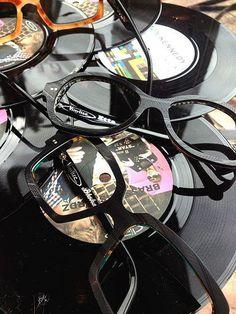 7f51a8e2811058 14 beste afbeeldingen van VINYLIZED - Eye Glasses