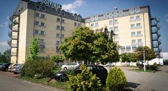 Konsul Hotel Halle an der Saale This 4-star hotel is located in Kabelsketal, just off the A14 motorway in the Queis Dölbau industrial estate between Halle and Leipzig.  Free WiFi is available in all areas.  The Hotel Konsul offers modern rooms with a minimum size of 25 m².