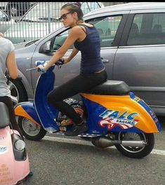 Piaggio Vespa, Lambretta Scooter, Vespa Scooters, Scooter Garage, Scooter Motorcycle, Motorcycle Girls, Vespa Models, Vespa Smallframe, Classic Vespa