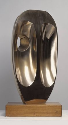 Dame Barbara Hepworth, Vertical Form (St Ives) 1968, cast 1969. Material bronze. Collection of Tate Modern. Source / Tate Modern