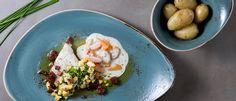 Ovnsbakt torsk med gulrotstuing, bacon- og eggesmør