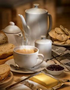 Desayuno by Gustavo Pomar on I Love Coffee, Coffee Break, My Coffee, Coffee Cups, Tea Cups, Art Cafe, Le Cacao, Tea And Books, Italian Coffee