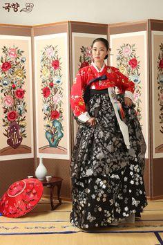 Modern 한복 Hanbok / Red jeogori and black chima / Traditional Korean dress