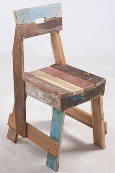 Photo: Piet Hein Eek Dutch Piet Hein Eek´s furniture is made of recycled materials. Maybe something to copy? Recycled Wood Furniture, Reclaimed Wood Projects, Handmade Furniture, Pallet Furniture, Furniture Plans, Pallet Chair, Woodworking Furniture, Diy Woodworking, Sustainable Furniture