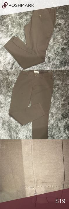 "Old Navy skinny ankle pants Cute brushed cotton ankle pants. 30"" inseam, zippers at inside of ankles. Olive green. Front slash pockets, 2 back button pockets. BRAND NEW NEVER WORN, guess I took off the tag. 97% cotton, 3% spandex. Old Navy Pants Ankle & Cropped"