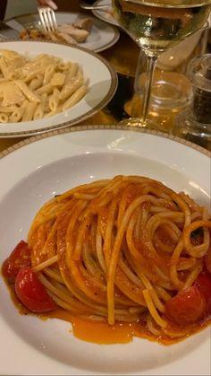 Think Food, I Love Food, Good Food, Yummy Food, Healthy Snacks, Healthy Recipes, Food Is Fuel, Food Diary, Aesthetic Food