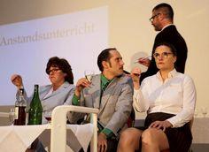Einen höchst heiteren Loriot- Abend bot die Riedstädter Büchner-Bühne zum fünften Todestag des berühmten deutschen Humoristen.