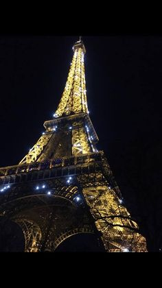 PARIGI. Certe luci non puoi spegnerle! Foto e testo by fan © Erika Nigro Tour Eiffel, Tower, Fan, Building, Travel, Photos, Construction, Voyage, Rook