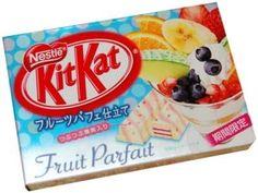 Fruit Parfait Kit Kat- I would try these! Japanese Sweets, Japanese Snacks, Japanese Candy, Japanese Food, Kit Kat Flavors, Candy Craze, Japanese Kit Kat, Kit Kat Bars, Fruit Parfait