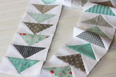 Sewing Block Quilts How to Make a Flying Geese Block Different Ways! - Here are five common methods of making a flying geese block. and I put them through their paces constructing a x finished flying geese unit. Quilt Block Patterns, Pattern Blocks, Quilt Blocks, Border Pattern, Patch Quilt, Quilting Tools, Quilting Designs, Quilting Ideas, Machine Quilting