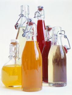 Selbstgemachter Obstsirup - smarter - Zeit: 15 Min. | eatsmarter.de Wine Drinks, Cocktail Drinks, Beverages, Cocktails, Smoothie Drinks, Smoothies, Detox Drinks, Yummy Drinks, Healthy Drinks