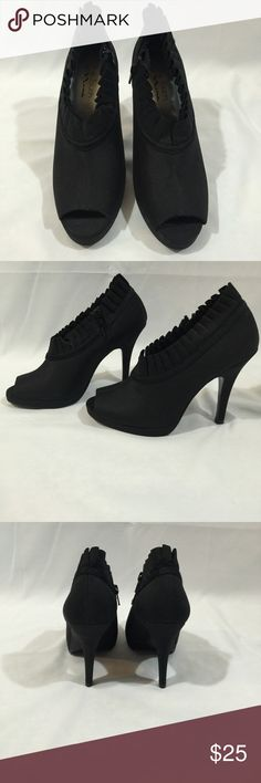 The Touch of Nina SZ 8.5 Open Toe Heels The Touch of Nina SZ 8.5 Open Toe Heels with Ruffle Detail and Side Zipper with 4.5in Heel. Nina Shoes