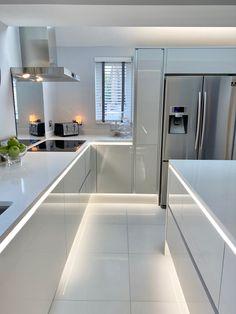 Modern Kitchen Interiors, Luxury Kitchen Design, Kitchen Room Design, Home Room Design, Kitchen Cabinet Design, Dream Home Design, Home Decor Kitchen, Interior Design Kitchen, Kitchen Modern