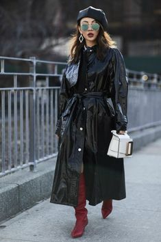 The Best Street Style Looks From New York Fashion Week Fall 2018 - Fashionista New York Street Style, Street Style 2018, Looks Street Style, Autumn Street Style, Street Style Women, Lookbook Mode, Fashion Lookbook, Fashion Trends, Fashion Women