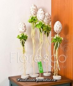 Beautiful and unusual idea for Easter. Composition of eggs with forget-me… Egg Crafts, Easter Crafts, Diy And Crafts, Crafts For Kids, Cheap Christmas Gifts, Christmas Decorations, Easter Bunny, Easter Eggs, Diy Ostern