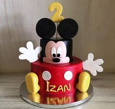 Mickey Mouse Geburtstagstorte You are in the right place about Birthday Cake strawberry Here we offer you the most beautiful pictures about the Birthday Cake designs you are looking for. Mickey Mouse Birthday Decorations, Mickey First Birthday, Mickey 1st Birthdays, Minnie Mouse Theme Party, Mickey Mouse 1st Birthday, Mickey Mouse Parties, Mickey Party, First Birthday Cakes, Disney Parties