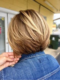 32 Glamorous Bob Hairstyles & Hairctus For Fine Hair Are you searching for a perfect hairstyle for your short hair easy at home? Are you searching for the best? You should have a look to the 5 Glamorous Bob Hairstyles & Hairctus For Fine Hair. Bob Haircut For Fine Hair, Bob Hairstyles For Fine Hair, Layered Bob Hairstyles, Pixie Hairstyles, Hairdos, Fine Hair Bobs, Bobs For Thick Hair, Hairstyles 2018, Celebrity Hairstyles