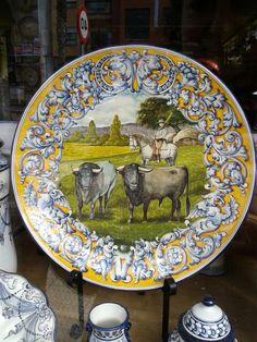 Plato de cerámica de Talavera de la Reina, escena del campo bravo
