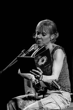 PREACHING TO THE CONVERTED – Kristin Hersh Beguiles With Intimate Set At St John on Bethnal Green