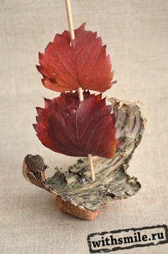 Кораблик из винных пробок и осенних листьев. Fall boat of wine corks