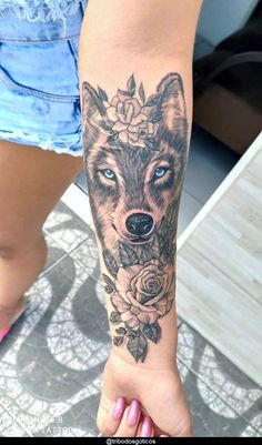 Lupus Tattoo, Husky Tattoo, Tattoo Femeninos, Wolf Tattoo Sleeve, Tattoo Wolf, Wolf Tattoos For Women, Sleeve Tattoos For Women, Pisces Tattoo Designs, Tattoo Designs And Meanings