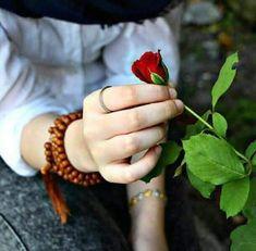 زهراء الكربلائيه (@zahraaliraqia) | تويتر Hand Pictures, Girly Pictures, Hand Photography, Tumblr Photography, Portrait Photography, Beautiful Hijab, Beautiful Hands, Bridal Anarkali Suits, Teenage Girl Photography