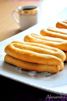 Κουλουράκια Σμύρνης Greek Cookies, Greek Recipes, Sweet Desserts, Healthy Cooking, No Bake Cake, Hot Dog Buns, Biscotti, Food Network Recipes, Deserts