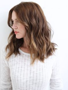 Golden Highlights with Medium Brown Hair This hair style combines the balayage approach with clear streaks for a superb pretty and amusing fashion.