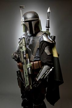 The armor eventually worn by Bpunty hunter Jango Fett and then son Boba Fett. (and I'm in love with Boba. Boba Fett Mandalorian, Mandalorian Cosplay, Star Wars Boba Fett, Jango Fett, Star Trek, Star Wars Art, Chasseur De Primes, Batman Christian Bale, Star Wars Personajes
