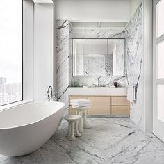 What you are about to see is an actual 432 Park Avenue apartment designed by Deborah Berke Partners with one of the most breathtaking views in the world Interior Design Usa, Colorful Interior Design, Top Interior Designers, Bathroom Interior Design, Interior Design Inspiration, 432 Park Avenue, Luxury Decor, Luxury Interior, Apartment Interior