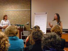 Vrijwilligers van Sensoor (Toen nog SOS Telefonische Hulpdienst) op een jaarlijks trainingsweekend in 2007. Het hele jaar door volgen de vrijwilligers trainingen. Dit ondersteunt en ontwikkelt hen in de gespreksvoering aan de telefoon, chat of e-mail.    Een aantal Sensoorvestigingen zijn een door Calibris erkend leerbedrijf en hebben de SPEN-certificerting: de basistraining van vrijwilligers voldoet aan de certificatie-eisen van Stichting Permanente Educatie Nederland.