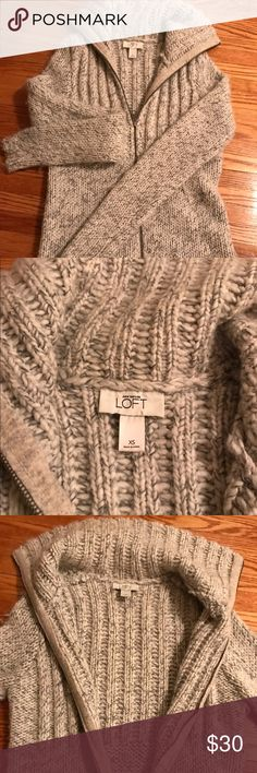 Ann Taylor loft zip up sweater Worn once. Great condition. Super adorable for fall and winter with jeans or leggings 😍. True xs Ann Taylor Sweaters