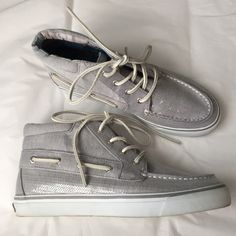 3.95 shipping!Sperry Top-sider sequin hi tops! Sperry hi Tops!!! Gray with sequins! Leather shoe stings!!! Excellent condition! Sperry Top-Sider Shoes Ankle Boots & Booties