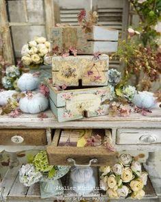 ☆ 𝔸𝕥𝕖𝕝𝕚𝕖𝕣 𝕕𝕖 𝕃é𝕒 ☆ (@atelier.miniature) • Photos et vidéos Instagram Miniatures, Decorative Boxes, Creations, Gift Wrapping, Boutique, Rose, Photos, Gifts, Instagram