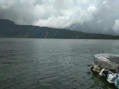 المنظر جميل والجو حلو بحيرة براتان في المنطقة بدوقول في الشمال جزيرة بالي اندونيسيا