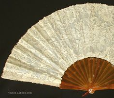 Tortoiseshell and 19th century antique lace fan Powandogazu