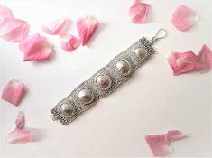Guarda questo articolo nel mio negozio Etsy https://www.etsy.com/it/listing/586284220/silver-bohemian-shell-cuff-bracelet