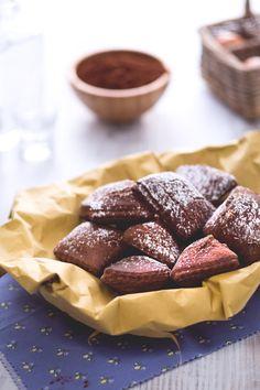 Le #bugie al cacao ripiene sono una versione dei tipici dolci fritti di #Carnevale, realizzate con un impasto al cacao e farcite con crema pasticcera! #Giallozafferano #recipe #ricetta
