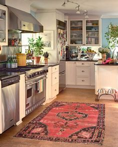 Kitchen rug A fun boho kitchen by Furbish Studio. LOVE this kitchen; wish it was mine! Boho Kitchen, Kitchen Rug, Kitchen And Bath, New Kitchen, Kitchen Decor, Kitchen Cabinets, White Cabinets, Kitchen Carpet, Eclectic Kitchen