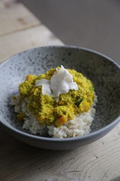 Green curry with brown rice and coconut topping <3