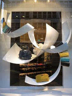 www.retailstorewindows.com: Burberry, London