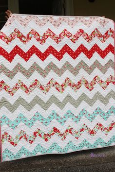 BeingBrook: Zig Zag Quilt without triangles {Girl Bedroom}
