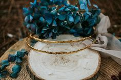 Rustic glam styled shoot on the beach - Chic & Stylish Weddings Wedding Wreaths, Bridal Crown, Flower Garlands, Rustic Style, Beautiful Cakes, Perfect Wedding, Dinner Parties, Stylish, Crowns