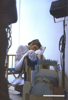 Carrie Fisher napping on set