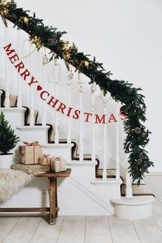 Wanna some inspired indoor Christmas decoration ideas which will turn your home into a fabulous look?You should view our beautiful Christmas decoration ideas in this article. With these indoor Christmas … Christmas Mood, Merry Little Christmas, Noel Christmas, Christmas Wreaths, Simple Christmas, Merry Christmas Banner, Diy Christmas Bunting, Christmas Ideas, Minimalist Christmas