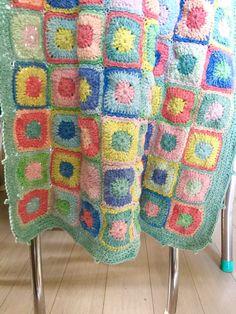 little woollie: Retro Solid Granny Square Blanket - Tadah!