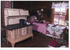 A kitchen welcomes Christmas - Appalachian History
