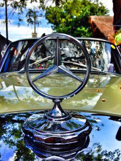 Mercedes benz Classic in te 5th avenue playa del Carmen. México