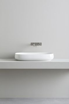 Over counter Culla washbasin made of glossy ceramic by Italian Company Rexa Design